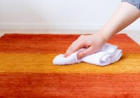 タオルで拭いている様子 ER6169