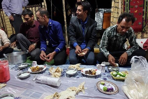 遊牧民のお家の晩御飯の様子