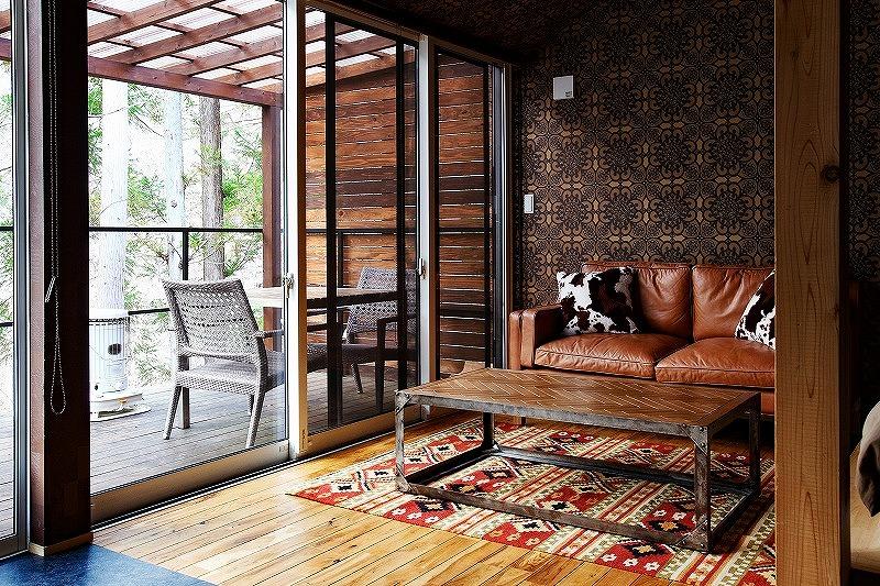 シマブルー様客室にハグみじゅうたん リバーシブルイエニシリーズを敷いたところ