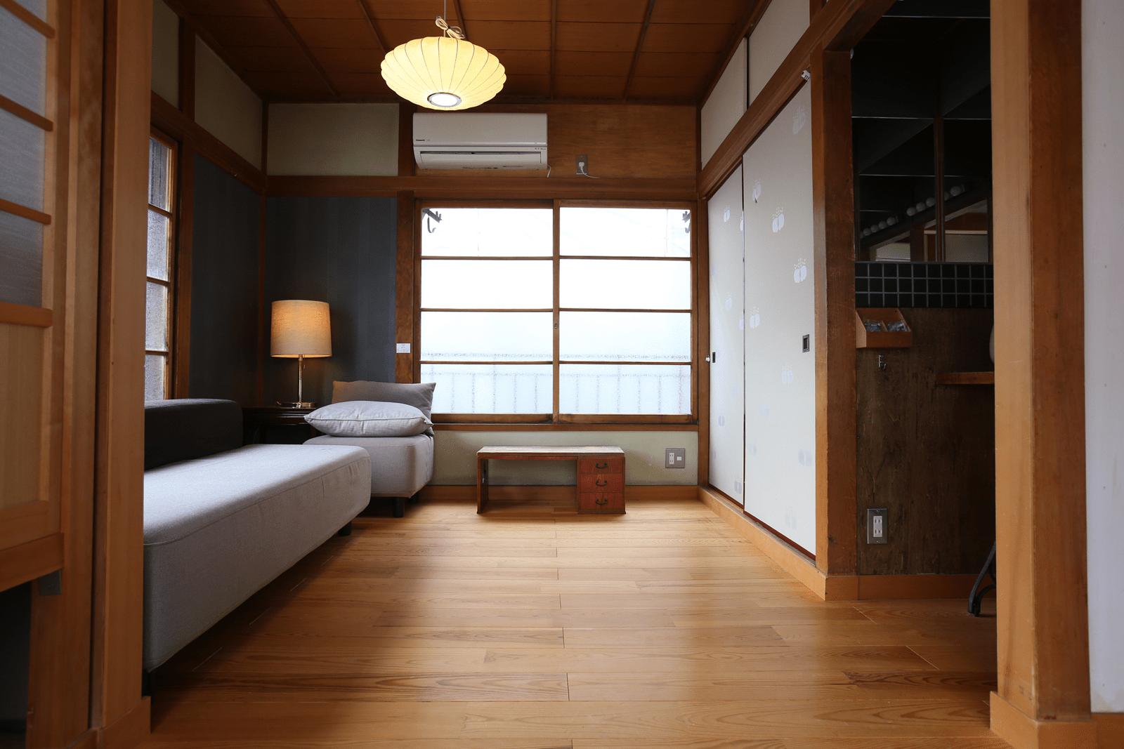Araiya -宿場JAPAN- 様客室写真2 (Before) カーペットを敷く前