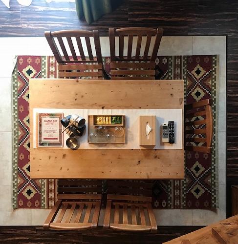 ホテル・ロッジ舞洲様 ログハウス ダイニングテーブルの下 イエニCK4541(約170×240cm)