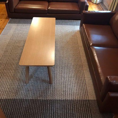 ホテル・ロッジ舞洲様 ログハウス リビング ソファ前 アーバン NR5002(約170×240cm)